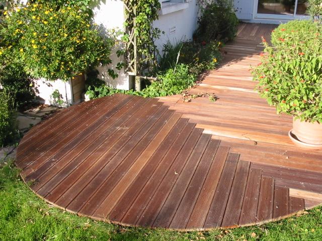 Construire une terrasse en bois exotique